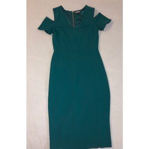 👗Green knee length party dress